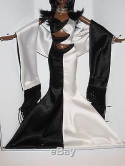Noir et Blanc Barbie Doll 2002 Collectors Club # B1993 African American Black AA